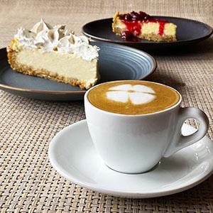 Taza de cafe con cheescakes